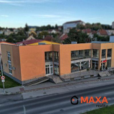 Komerčná budova na hlavnom ťahu, Prievidza